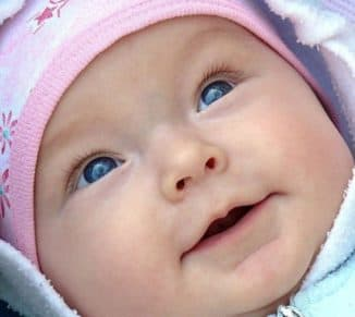 слезятся глаза у ребёнка