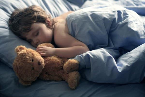 Почему ребенок кашляет ночью, а днем нет?