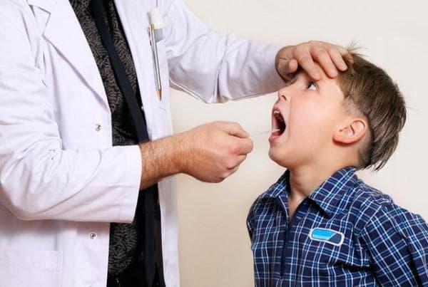 Воспаление миндалин у ребенка комаровский