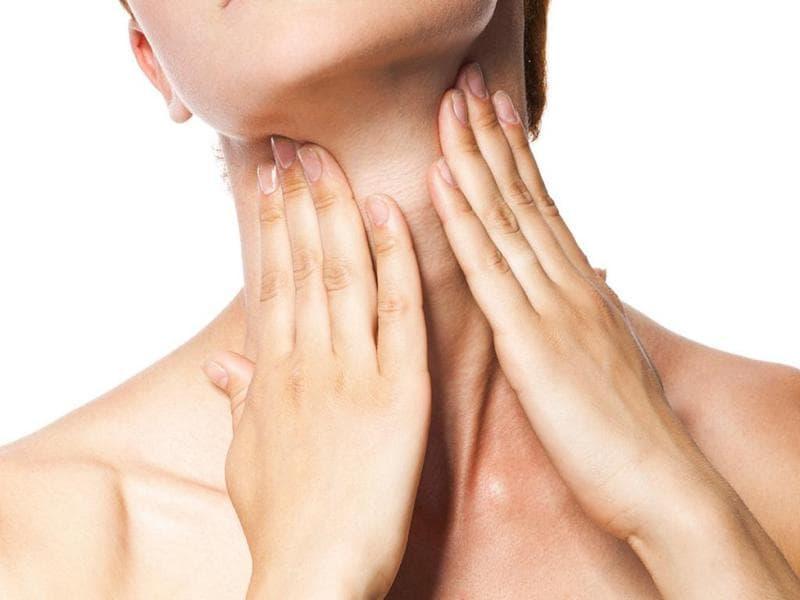 Гнойник в горле без температуры: как и чем лечить?