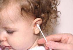 чистка ушей у детей