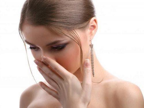 Из ушей течет жидкость (оторея): причины и методы лечения