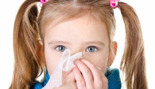Почему у ребенка идет кровь из носа и насколько это опасно?