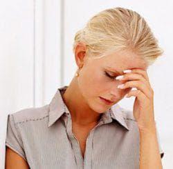 давит на уши при мигрене