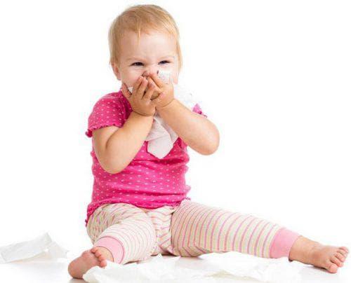 Как и чем лечат красное горло у детей и причины покраснения