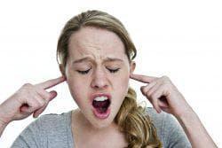 звенит в ушах и гудящий шум