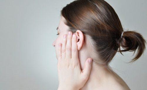 Треск в ушах – причины и лечение скрипа и потрескивания в левом и правом ухе 2019