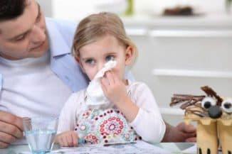ребенок начал чихать и сопли первая помощь