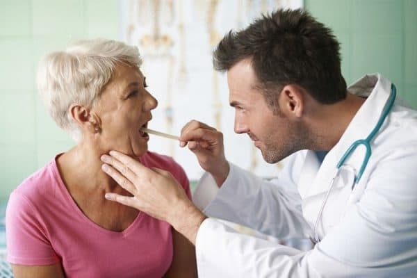 Эффективно ли полоскание горла при фарингите