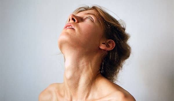 Дискомфорт в области шеи и горла спереди