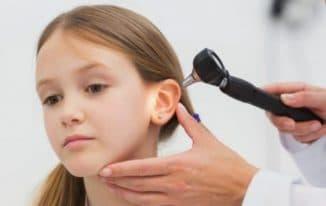 болит ухо у ребенка внутри что делать