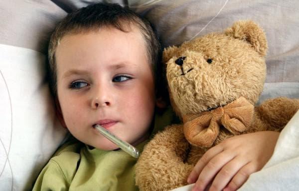 Чем лучше лечить насморк у ребенка