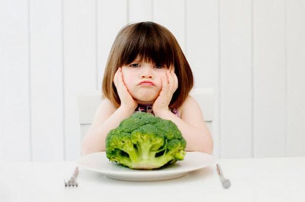 У ребенка слезятся глаза и насморк: как лечить, что делать