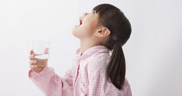 полоскание горла ребёнка солевым раствором
