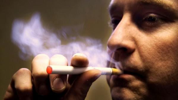 курение при ангине вызывает неудобство
