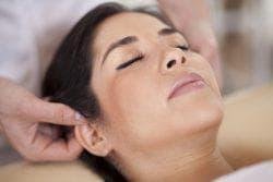 массаж уха